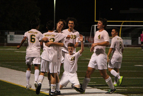 Boys Soccer secures victory over Tualatin after loss last week (17 Photos)