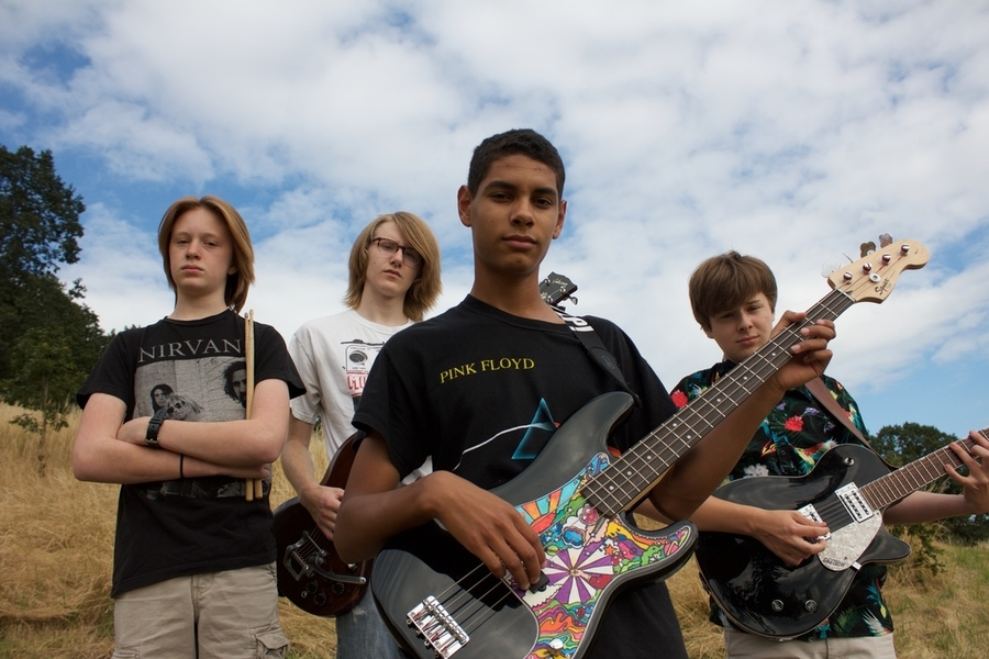 The+group%2C+Fadd9%2C+focuses+on+performing+punk+rock+music.+Fadd9+formed+in+Jan.+2015.+%0AFrom+left+to+right%3A+Bryce+Cumpston%2C+junior%2C+Beck+Cheevers%2C+2016+graduate%2C+Gabe+Armattoe%2C+junior+and+Rory+Cheevers%2C+sophomore.
