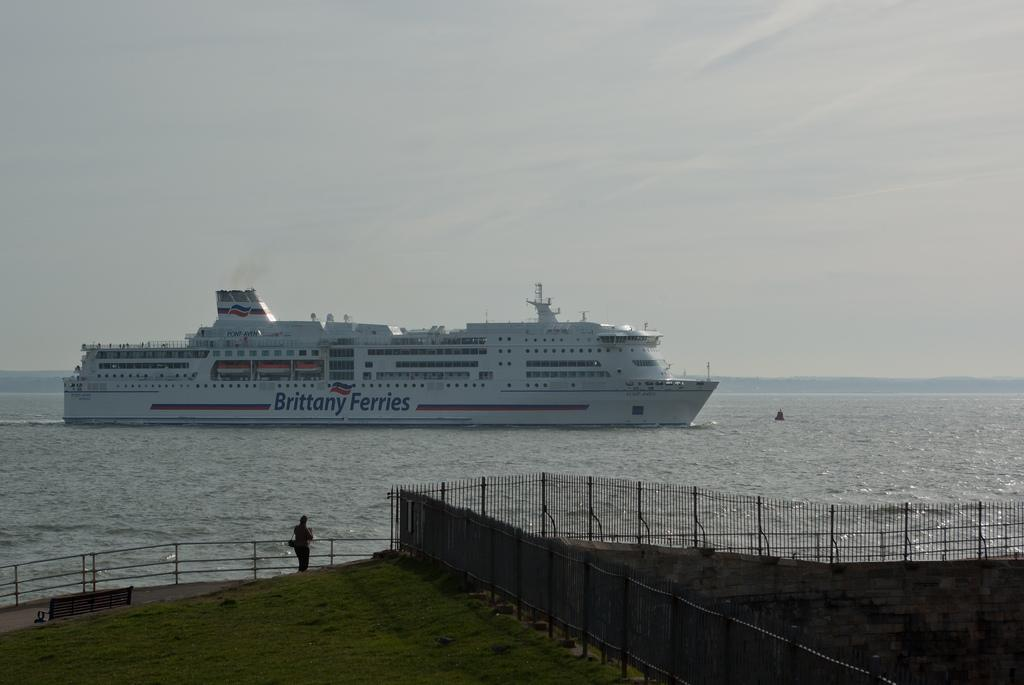 Strikes in France stop ferry services to Portsmouth