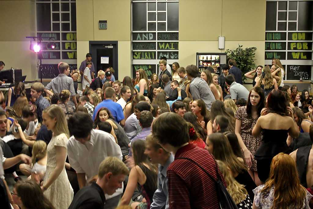 Homecoming Dance turns out to be a big hit for students