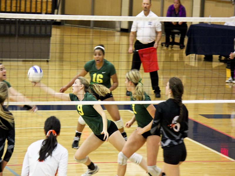 Volleyball+loses+in+four+sets+to+Roseburg%3B+falls+to+Clackamas+the+next+day
