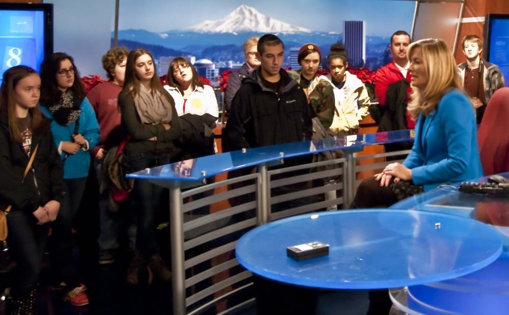 Journalism+classes+tour+KGW+and+The+Oregonian