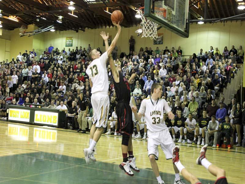 West+Linn+Basketball+earns+first+league+victory+against+Clackamas