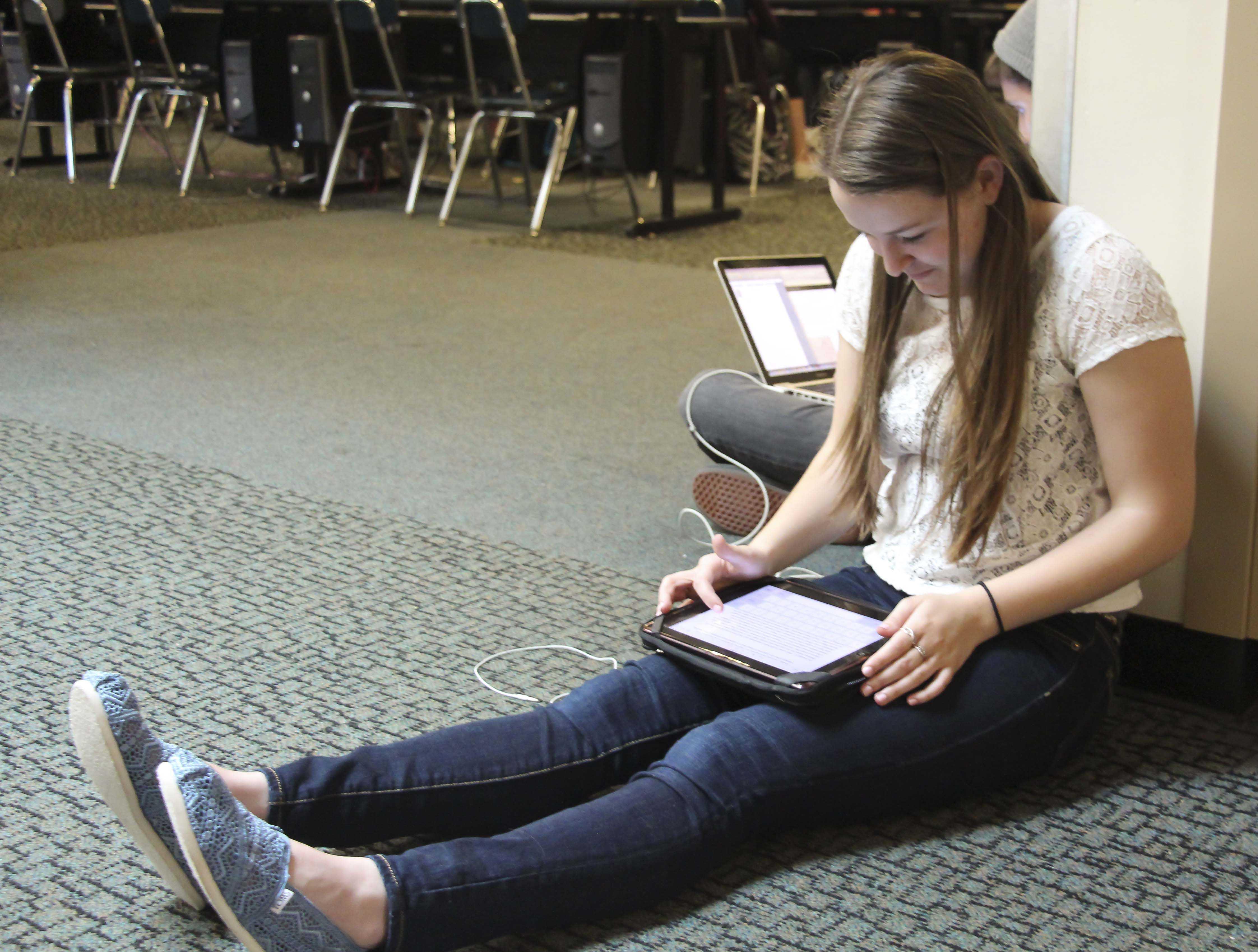 Jillian Emken, 10, works on her A.P. U.S. History Museum project.