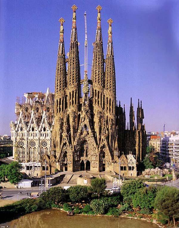 La+Sagrada+Familia%2C+a+church+in+Barcelona%2C+will+be+one+of+the+sights+students+will+see+while+in+Spain.+The+trip+to+Spain+and+Italy+will+be+led+by+Marc+Zollinger%2C+Spanish+teacher%2C+during+the+2016+Spring+Break.+