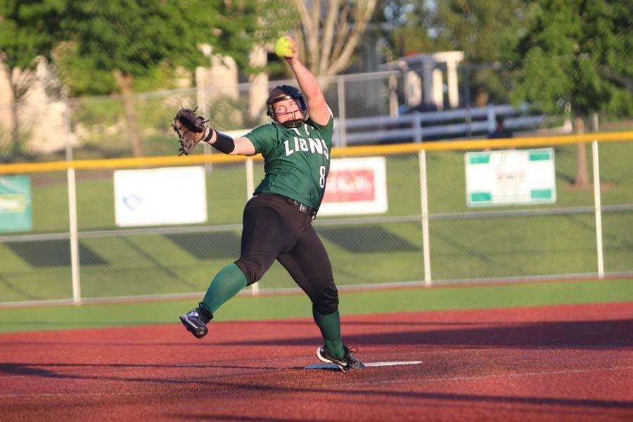 Softball routs Lake Oswego 15-5, remains undefeated in Three Rivers League play