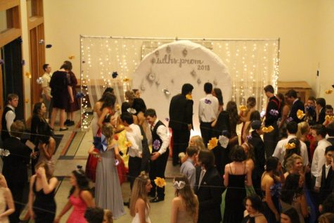 "Prom 2018 ""Dancing in the Moonlight"" Photo Slideshow"