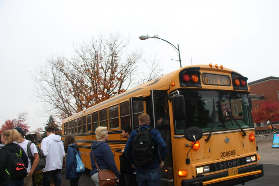 Finally Here! Students leave the bus, finally reaching the University of Oregon in time for registration for Fall Media Day.