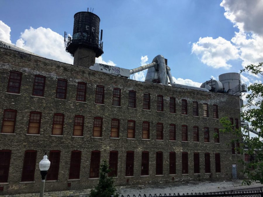 Vacant_factory_Chicago