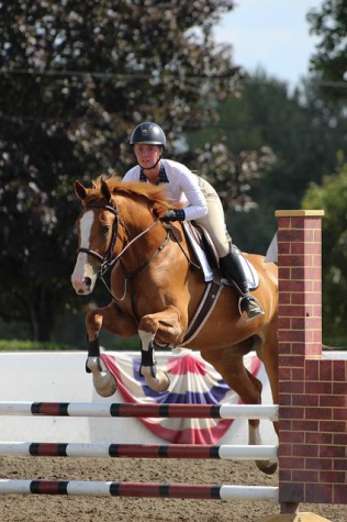 West Linn Student Rides to Fourth in Equestrian Competition