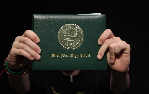Regardless of how many class periods a district offers, the number of credits requited to earn a diploma in Oregon remains: 24.